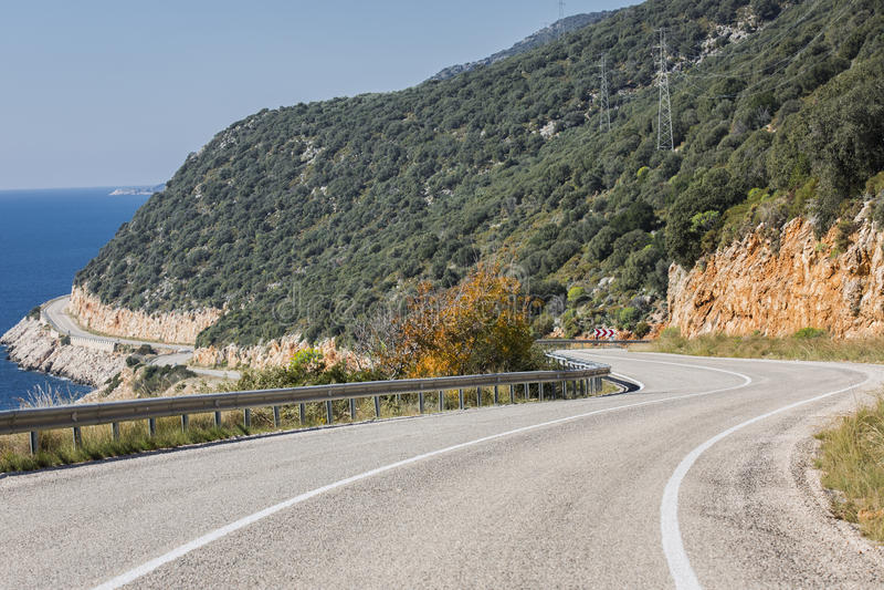 Estrada de Antalya Kas-Patara no meio foto de stock