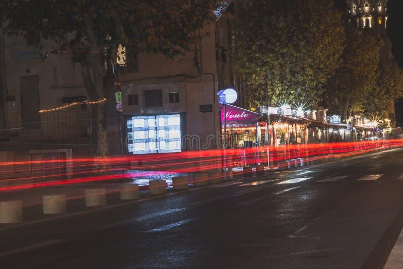 Estrada de cidade da noite sem povos foto de stock royalty free