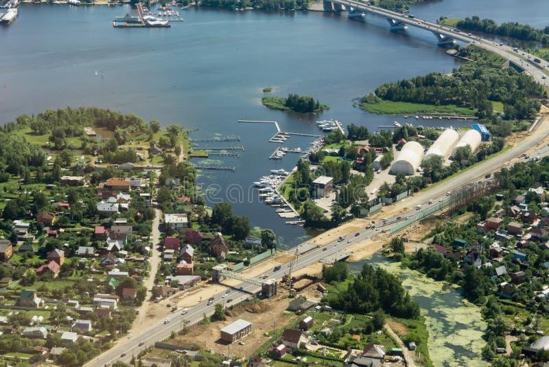 Estrada de Dmitrov e o rio Klyazma, região de Moscou, Rússia foto de stock royalty free
