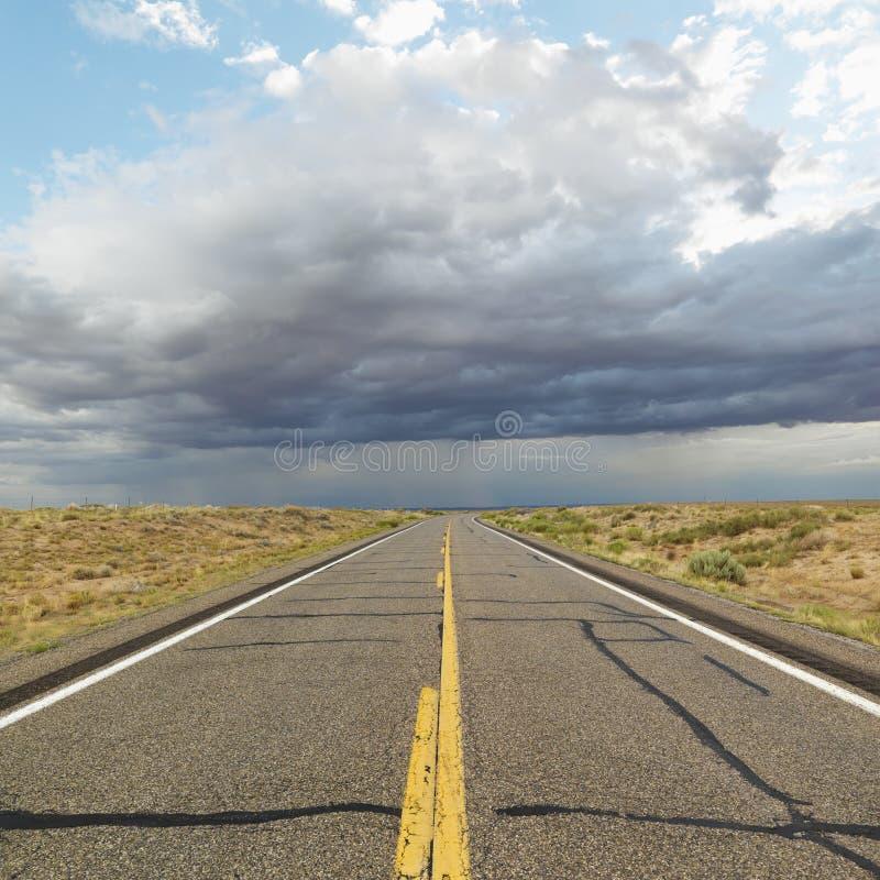 Estrada de duas pistas. imagem de stock royalty free