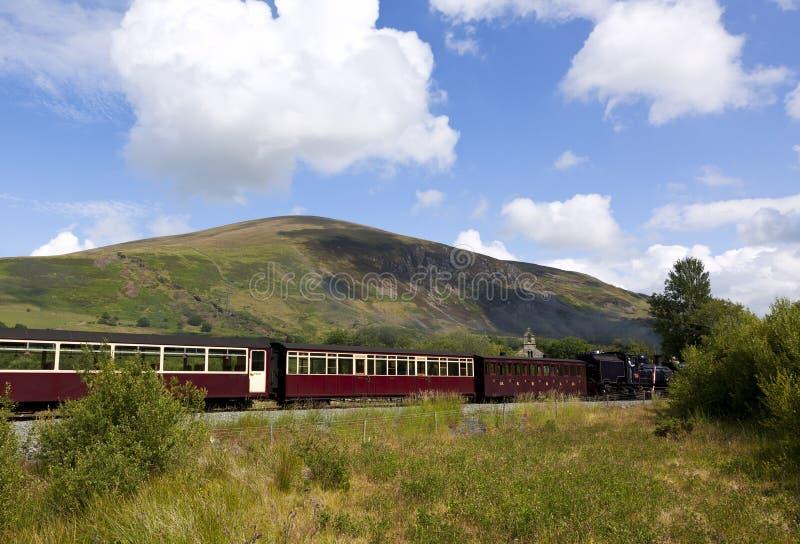 Estrada de ferro do vintage das montanhas de Galês