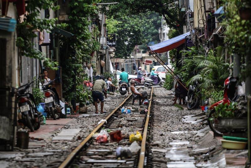 Estrada de ferro em hanoi imagens de stock