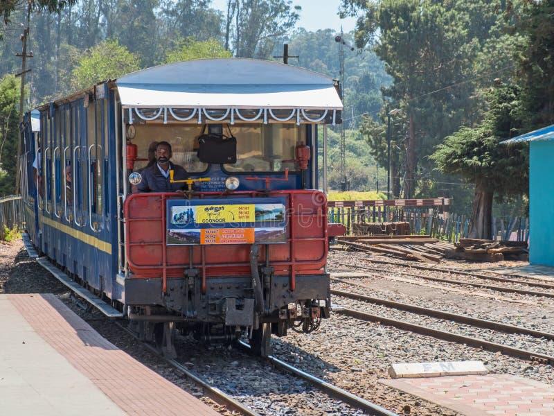 Estrada de ferro nas montanhas de Nilgiri, Índia da herança imagem de stock royalty free