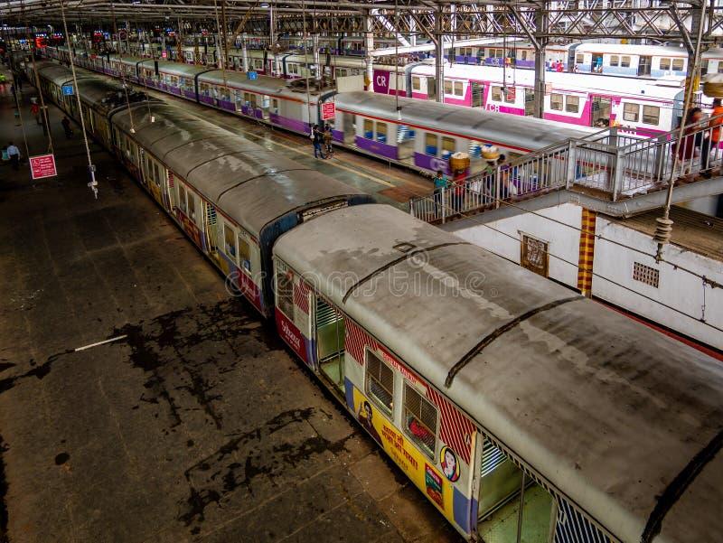 Estrada de ferro suburbana de Mumbai, um do sistema ferroviário o mais ocupado do assinante foto de stock royalty free
