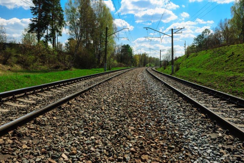 A estrada de ferro vai ao horizonte fotografia de stock