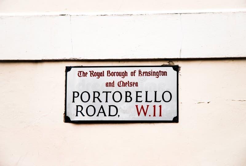 A estrada de Portobello assina dentro Londres Reino Unido imagem de stock royalty free