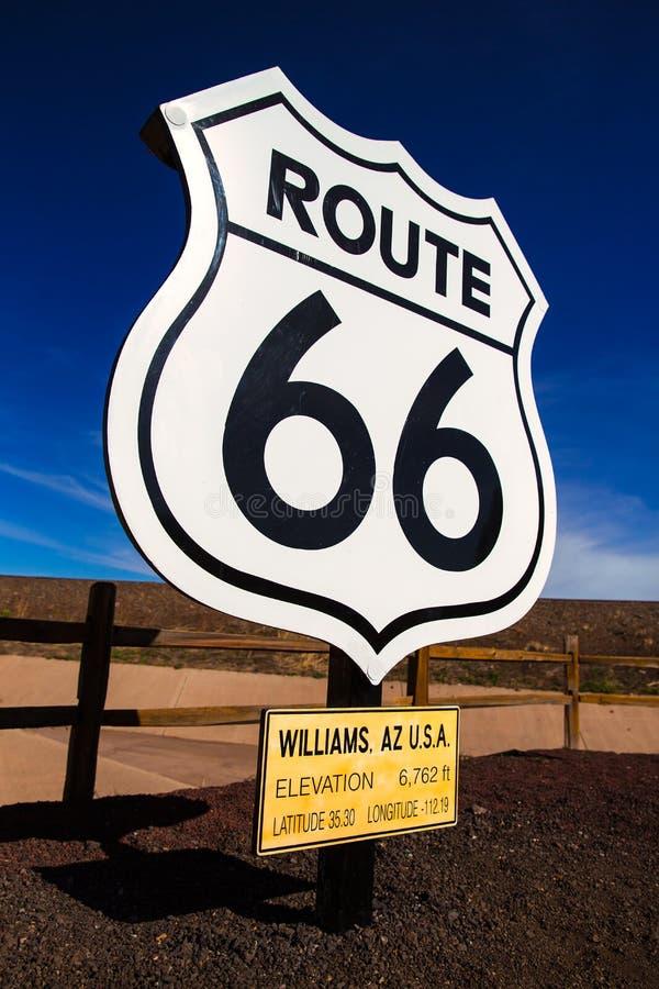 A estrada de Route 66 assina dentro o Arizona EUA fotografia de stock