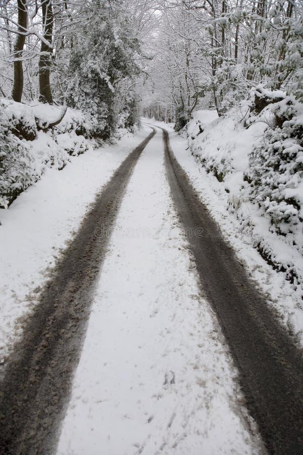 Estrada de terra coberto de neve no campo. Kent England. foto de stock