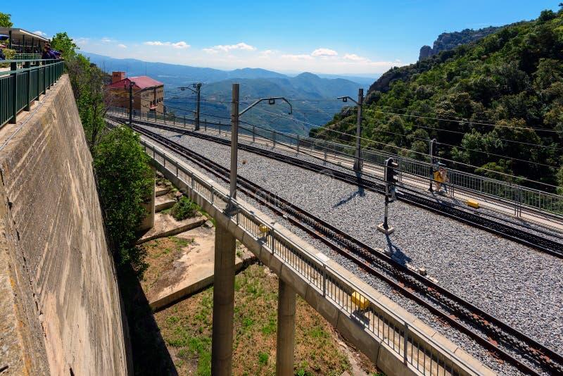 Estrada de trilho do teleférico no monastério de Monserrate, Catalonia, Espanha imagem de stock royalty free