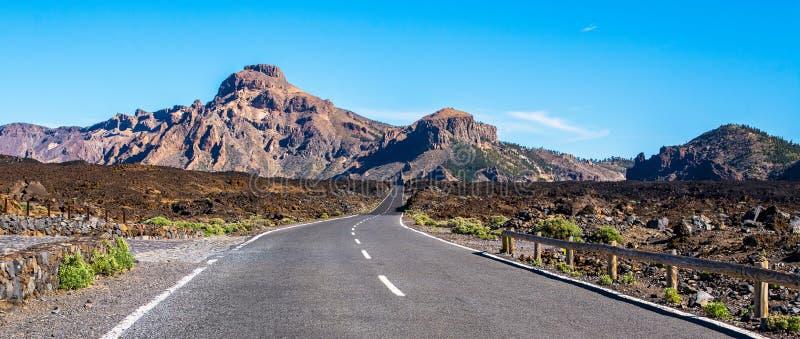 A estrada do alcatrão nas montanhas Lugar: EL Tei do parque nacional fotografia de stock royalty free