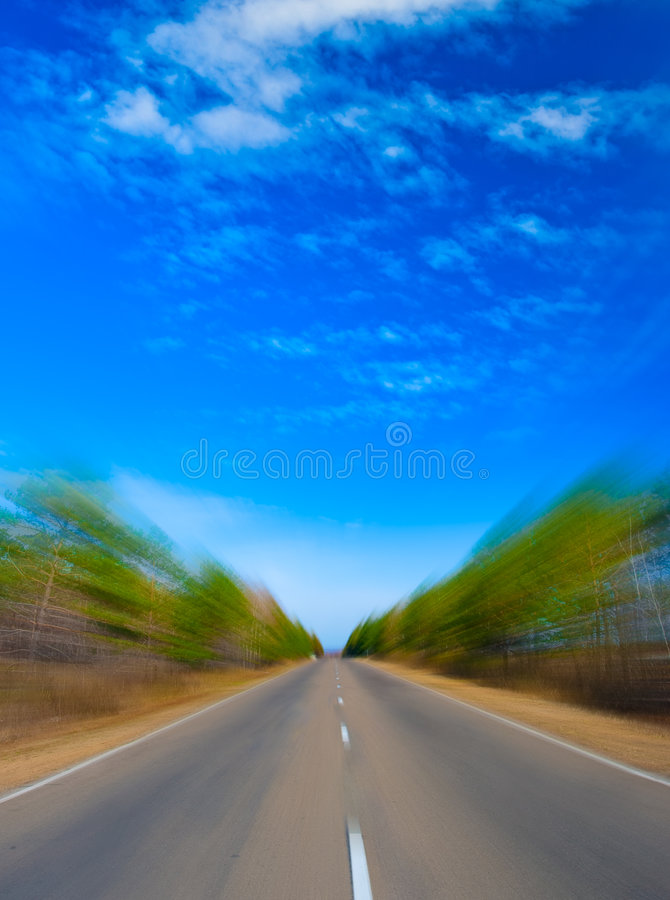 Estrada do borrão de movimento na floresta imagem de stock