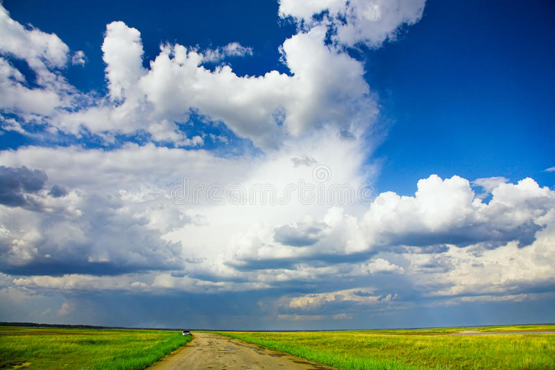 Download Estrada do campo foto de stock. Imagem de estrada, verde - 26501154