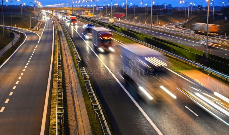 Estrada do controlado-acesso de quatro pistas no Polônia imagem de stock royalty free