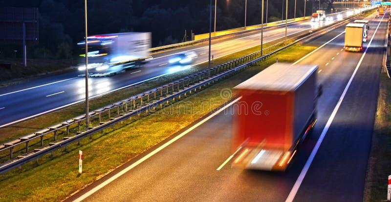 Estrada do controlado-acesso de quatro pistas no Polônia fotografia de stock