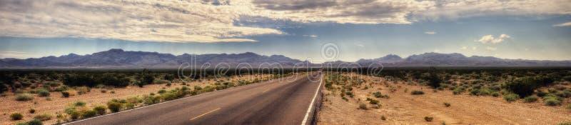 Estrada do deserto de Mojave imagem de stock