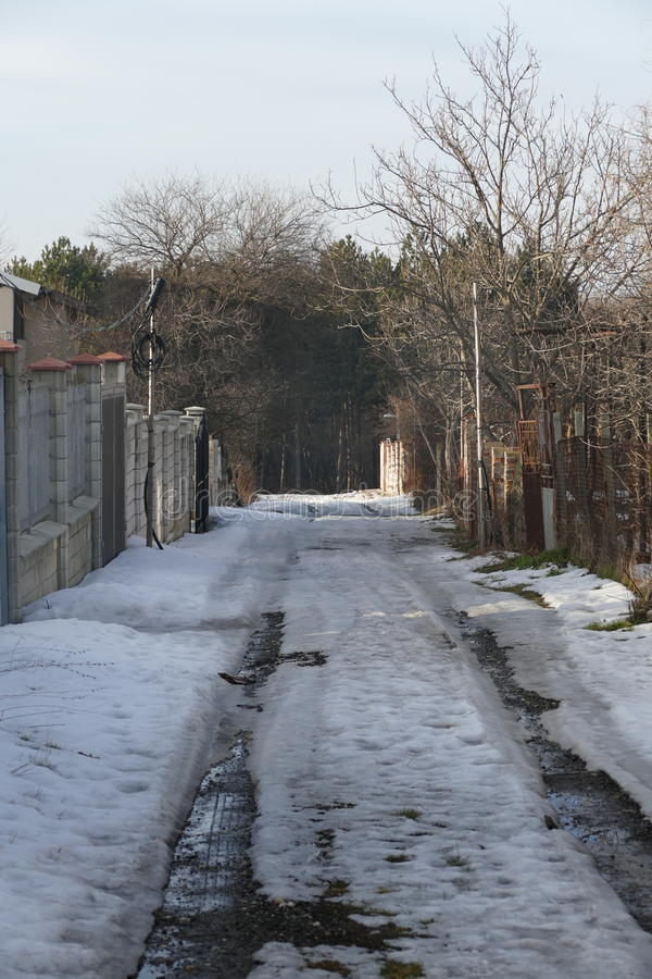 Estrada do inverno da vila fotos de stock