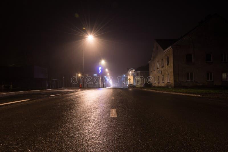 Estrada do Natal da cidade da noite imagem de stock