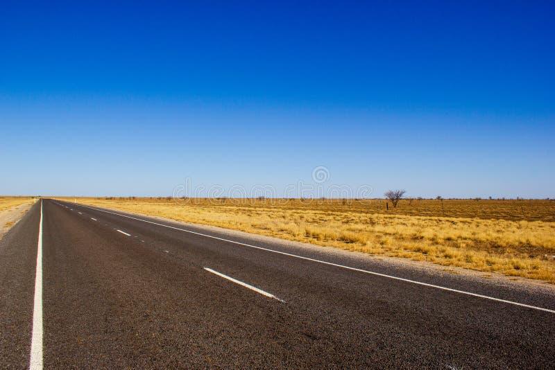 estrada do traight na sobremesa de Austr?lia no Flinders Hightway, Quennsland Austr?lia foto de stock royalty free