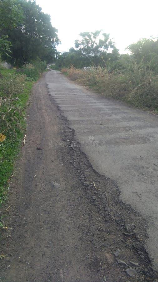 Estrada e agricultura da vila das Índias imagens de stock