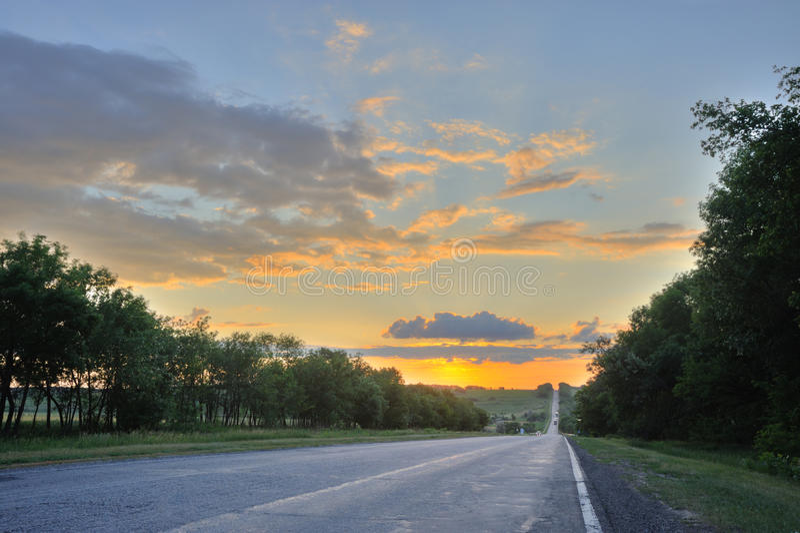 Download Estrada e por do sol imagem de stock. Imagem de marking - 10060457