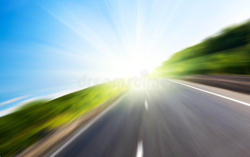 Estrada e sol do borrão fotografia de stock
