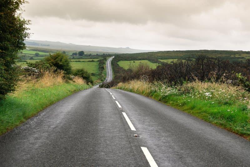 Estrada em Dartmoor imagens de stock