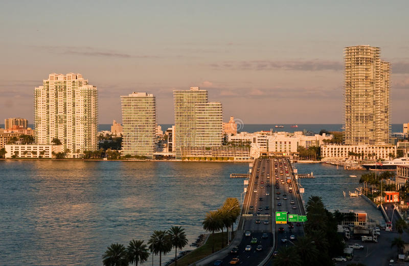 Estrada em Miami no crepúsculo fotografia de stock royalty free