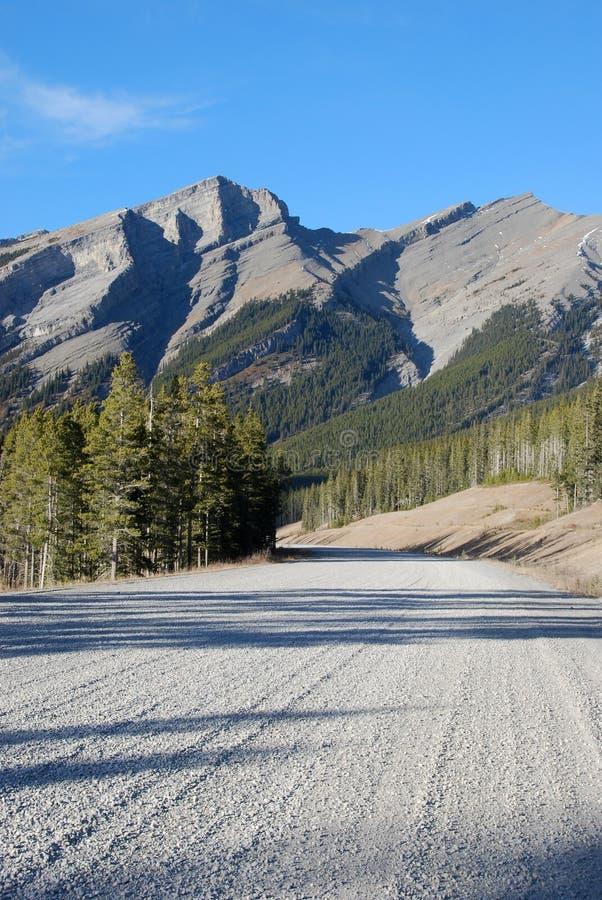 Estrada em Montanhas Rochosas fotografia de stock