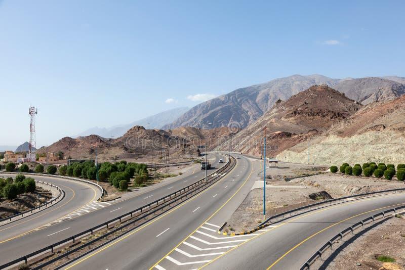 Download Estrada Em Omã, Médio Oriente Imagem de Stock - Imagem de outdoor, arábia: 65577619
