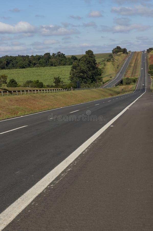 Estrada em um dia ensolarado bonito, estrada Castelo Branco fotos de stock