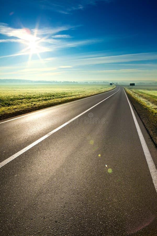 Estrada ensolarada fotografia de stock royalty free