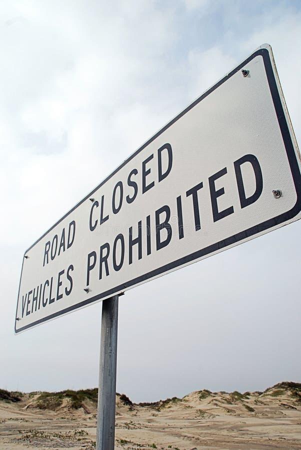 Estrada fechada, veículos proibidos fotos de stock