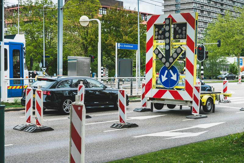 A estrada fechou o sinal, para uma interseção Amsterd?o Buitenveldert imagem de stock