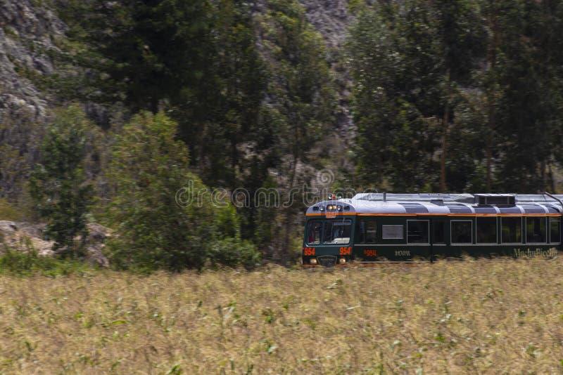 estrada a hidroel?trico, trilhas do trem, Machu Picchu, Peru foto de stock