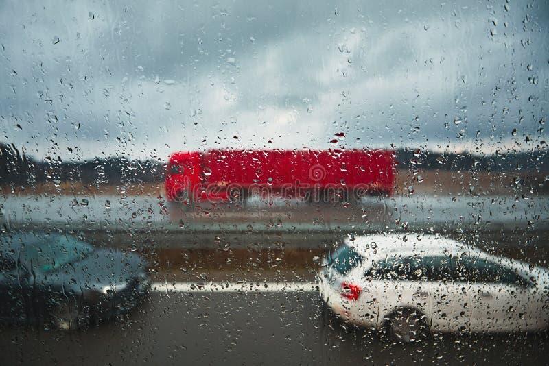 Estrada na chuva fotografia de stock royalty free