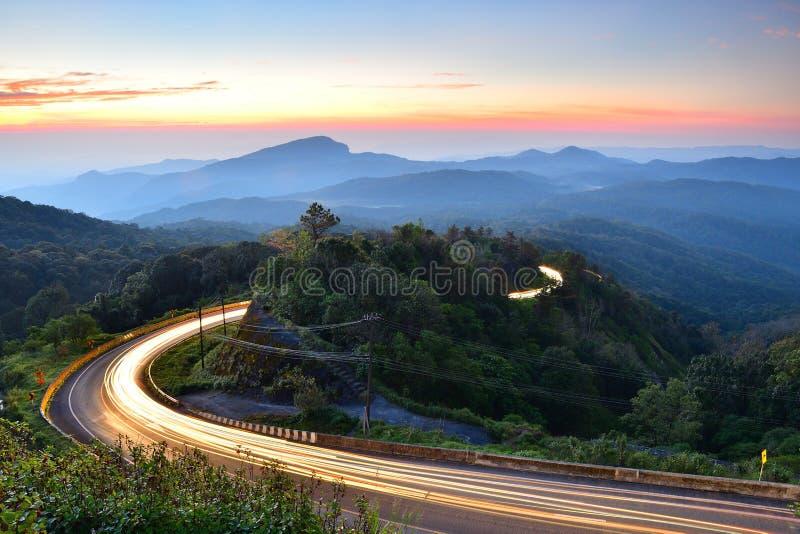 Estrada na montanha de Tailândia fotos de stock