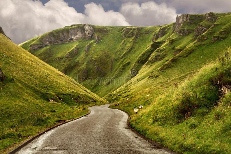A estrada na passagem de Winnats foto de stock royalty free