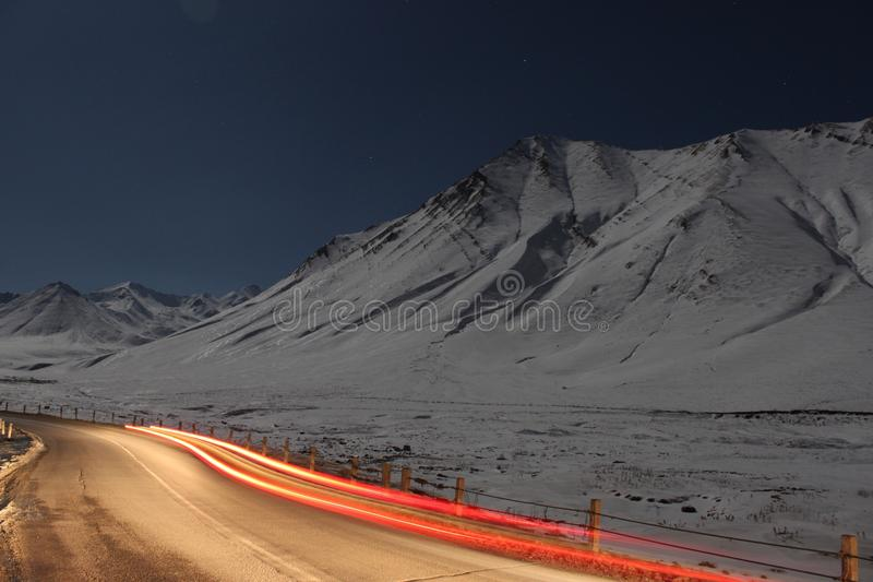 Estrada nas montanhas imagem de stock