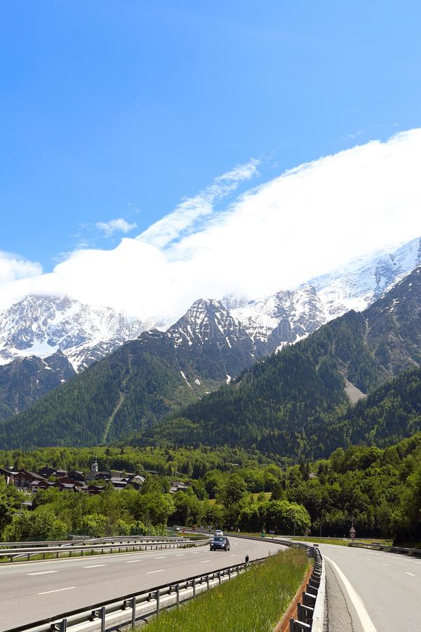 Estrada nas montanhas imagens de stock
