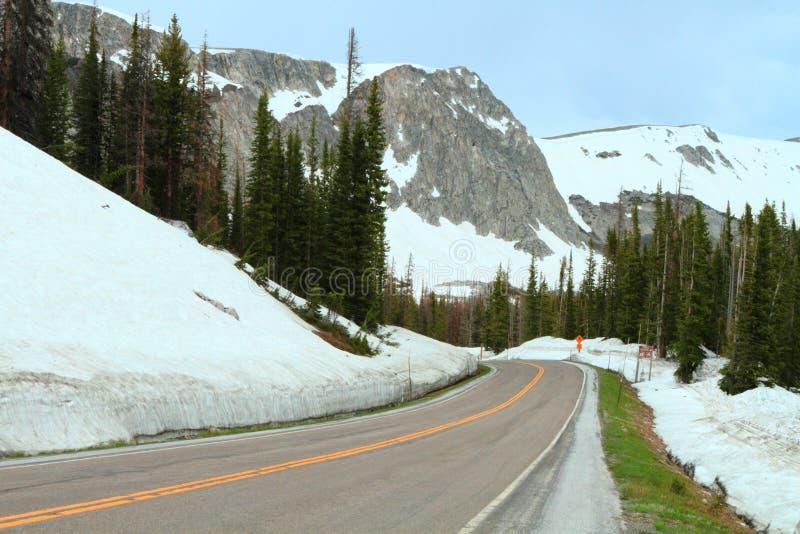 Estrada nas montanhas imagens de stock royalty free