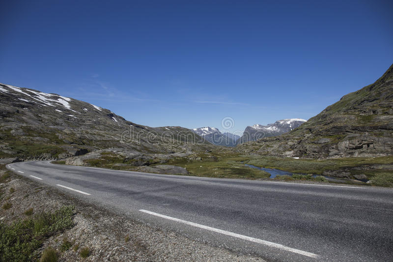 Estrada nas montanhas fotos de stock
