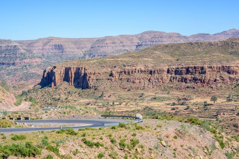 Estrada nas montanhas etíopes nortes fotos de stock royalty free