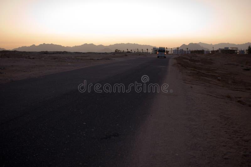 A estrada no deserto imagens de stock royalty free
