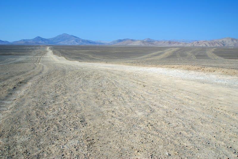 Estrada no deserto de Atacama imagens de stock
