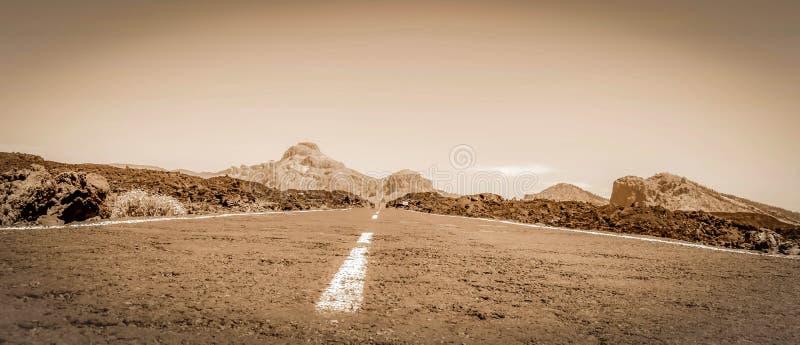 Estrada no deserto selvagem imagem de stock royalty free