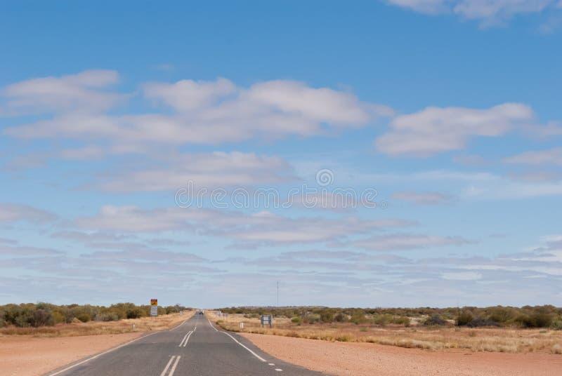 Estrada no interior australiano imagem de stock