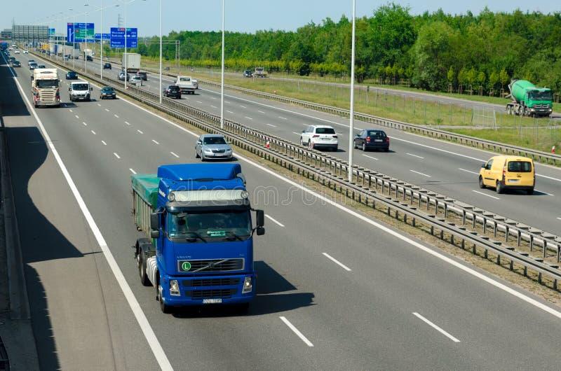 Estrada A8 no Polônia perto do aeroporto imagens de stock
