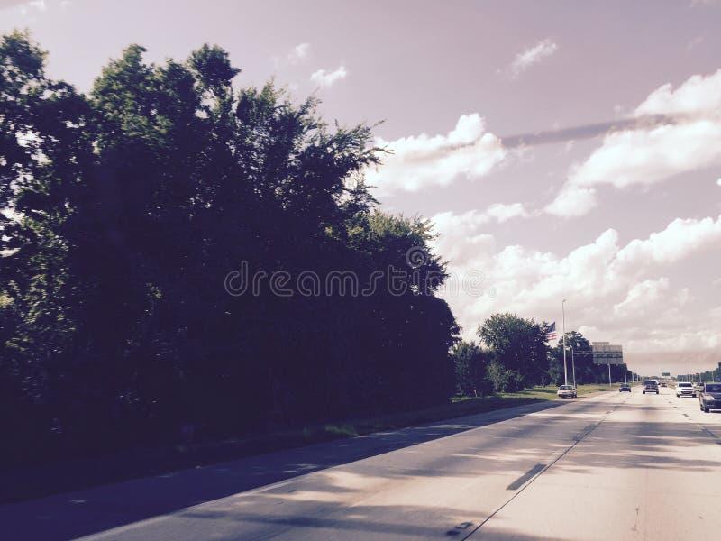 estrada Nuvens pequenas Bom tempo fotografia de stock