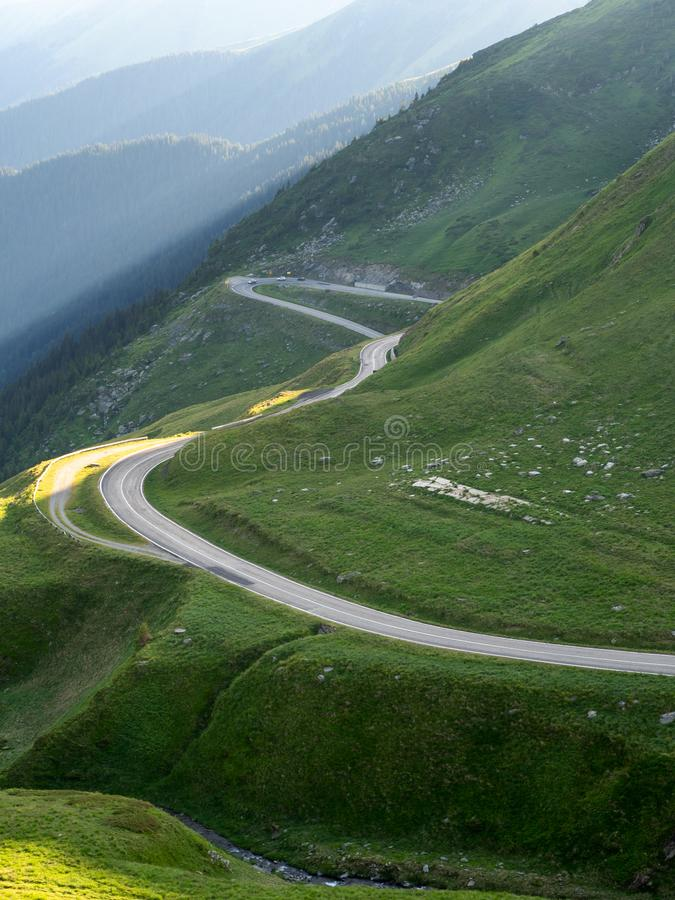 Estrada panorâmico da montanha de Transfagarasan, Romênia fotografia de stock