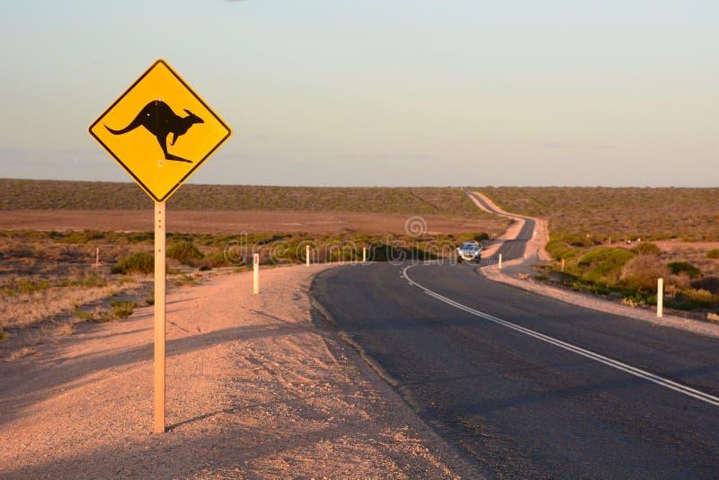 A estrada para monkey Mia Denham Baía do tubarão Austrália Ocidental imagem de stock